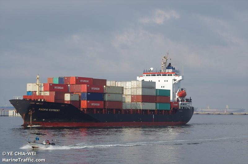 container ship caught